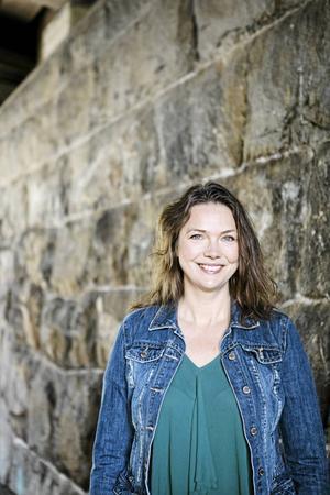 Komediscenen har av tradition varit en mansdominerad värld, och Anna Blomberg har kämpat för en jämlikare fördelning av män och kvinnor i humorvärlden.