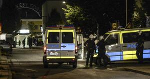 Polisinsats. Centern vill se hårdare straff för våld och hot mot ambulans- och räddningstjänstanställda.Foto: Maja Suslin/TT