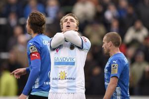 Johan Oremo suckar efter 0–0 mot Halmstad. Inte så konstigt. GIF körde över sin motståndare, men lyckades inte förvalta alla målchanser laget skapade.