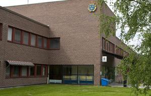 En beväpnad man dök upp utanför Sollefteås polishus i helgen.