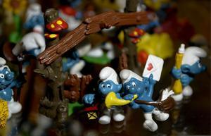 Kontroversiella. Peyos tecknade serie om smurfarna har givit upphov till plastfigurer, filmer och en livaktig debatt.
