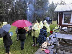 Och så serveras då kolbullarna i det vanliga regnet i höstens Sverige!