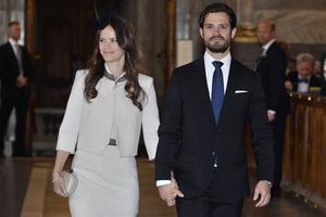 Prins Carl Philip och lantis nummer ett - Sofia Hellqvist - anländer till sin lysningsgudstjänst i Slottskyrkan i Stockholm 2014.
