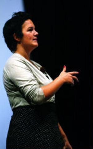 Johanna Eklund är Riksteaterns coach för unga arrangörer. På sikt ska ungdomscoacher också ta del av arbetet vid länsteatrar.