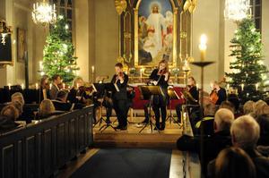 Anders Ros och Josefine Skottheim inledde årets Musik i juletid.