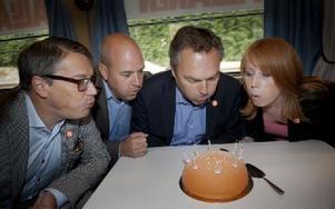 Den borgerliga alliansens partiledare Göran Hägglund, Fredrik Reinfeldt, Jan Björklund och Annie Lööf på tågresa 2012. Foto: Malin Hoelstad / SvD / TT