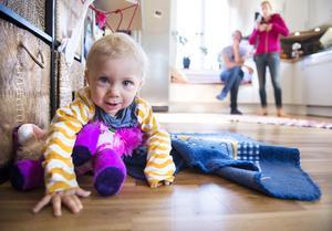 Odd är en solstråle, och leker gärna själv med sina leksaker.