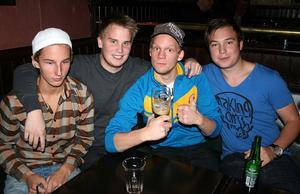 Oliver Twist. Tobias, Johan, Inge Ågren och Johan