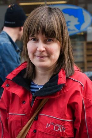 Maria Strand, Fanbyn– I dagsläget har inte finanskrisen påverkat oss speciellt mycket. Vi har bolån, men det klarar vi av ännu. En tv planerar vi att köpa, men resten avvaktar vi med.