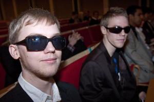 Solglasögon kan användas till mycket, till exempel att inge respekt hos motståndare.