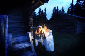 Hämnden är ljuv. Katarina Hansson och Åsa kastman spökar för värdarna.