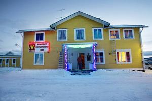 Tillsammans med skadegörelsen bidrar oklarheter om försäkringen till att köpet av Brinkeboda har utvecklats till en osäker affär, för tilltänkta ägaren Mikael Östling. Bilden är från förra ägarens tid med stripklubb i lokalerna.