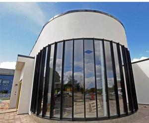 flytta in i konstglaset. Sveriges första glashotell, Kosta Boda Art Hotel,  har nyss slagit upp portarna.