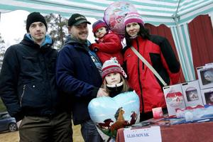 Pavel Maly och familjen Novak med Milo, Katarina, Blanka och Barbora.