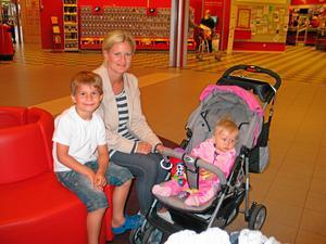Dags för semesterresor – i två omgångar – för Camilla Stallinga och barnen Julian och Valeria.
