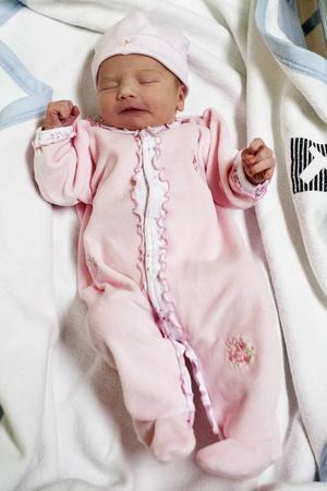 Årets första bebis i länet heter Amanda och vägde vid födseln 3 140 gram och var 51 centimeter lång.