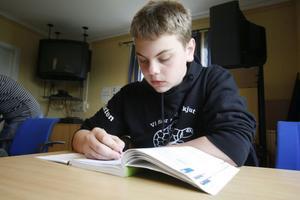 David Blixt vill få ett godkänt betyg i matte för att kunna komma in på musikprogrammet på Glada Hudikskolan i höst.