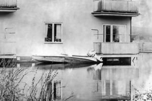 Den som bodde på Långnäsvägen på Öster i Bollnäs kunde ta båten ända till sin balkong.