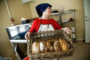 Formbröd på surdeg är en storsäljare.