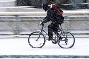 Många bilister visar inte hänsyn till cyklister, konstaterar skribenten.