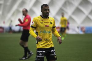 Den tidigare ÖFK-spelaren Alex Dyer hyllade Ytterhogdal för sin insats.