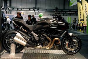Värsting. Ducati Diavel är en grym best med 162 hästkrafter fördelade på 207 kilon.Foto: Janerik Henriksson/Scanpix