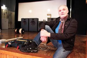 Bernt Östlund kan konstatera att digitaliseringen av biografen i Hoting äntligen är i gång.