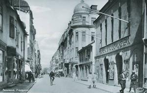 När glansen från Grand falnade under en period blev Standard, vid korsningen av Prästgatan och Biblioteksgatan, Östersunds verkliga statushotell. Här smörjdes kråset efter framgångsrika virkesaffärer. Sveasalongen som syns till höger har ju numera utvecklats till Biostaden.