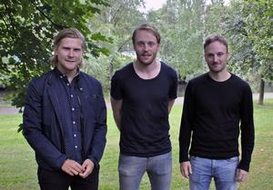 Nu drar vännerna Alexander Johansson och bröderna Johan och Anton Samuelsson till Schweiz för spel i innebandyns högsta liga, i konkurrerande lag.