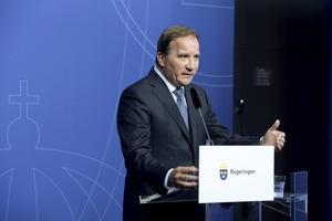 Stefan Löfven pekar på att andra länder ska ta sitt ansvar.