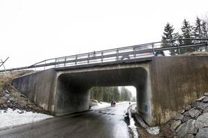 Bron över Sundsbrovägen som byggdes 1964 får en omfattande renovering. E4 stängs därmed för trafik i sex veckor.
