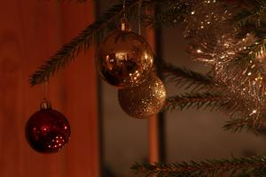 Julen närmar sig med stormsteg. Man håller emot så gått man kan, men det hjälper inte.