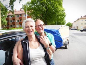 Hejdå, Gävle! Lotta och Gunnar Thörn har packat klart och ska strax sätta i sig bilen för färden från Gävle till sitt nya liv i Frankrike där de ska driva ett litet Bed and Breakfast.