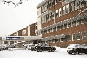 Förslaget till kommunfullmäktige är en ombyggnad av Gärdesskolan – delen till höger i bild.