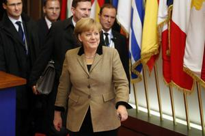 Den tyska förbundskanslern Angela Merkel vill att EU ska få omfattande makt över de nationella budgetarna.