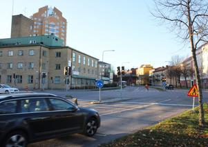 Gående och cyklister får upphöjda passager på Cityringen vid den nya cirkulationen i korsningen med Kopparbergsvägen. Norr om rondellen försvinner övergångsstället.