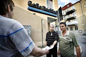Joakim Sjöstrand och Ola Lindberg kom till Gävle i går för att överräcka en skrivelse till GD.