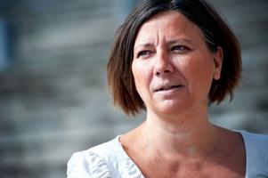 Sverigedemokraternas länsordförande Marie Edenhager ställer sig bakom partiets beslut att sparka tunge rikspolitikern Erik Almqvist.
