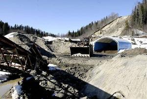 Härnösands kommuns miljötjänstemän vill stoppa fortsatt användning av grustaget vid Käckelbäcksmon, i Mjällåns riksintressanta dalgång. En grustäkt som VTG vill ta ut ytterligare 500 000 ton grus och sand ifrån.