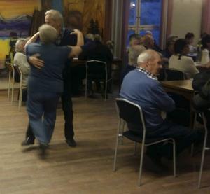De som kände för det dansade till dragspelsmusiken. Foto: Jan-Erik Lärka.