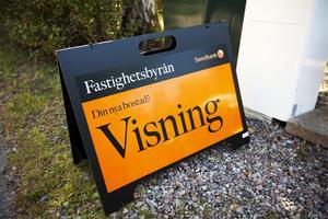 tar fart. Den här och nästa helg är det många hus- och lägenhets-visningar i hela Sverige. Efter en lugn period på husmarknaden hoppas mäklarna att spekulanterna ska komma igång.