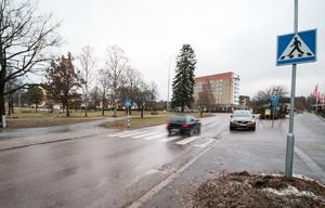 På lördagskvällen blev en 77-årig man påkörd på Stationsvägen i Fagersta.