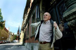 Ett långt arbetsliv är slut. Jan-Olof Stämberg slutar som alkholhandläggare och blir pensionär. Han berömmer Sundsvalls krögare som han följt sedan 1995.