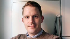 Erik Jersenius har tidigare jobbat på bland annat Norrköpings Tidningar, Hälsinglands tidningar och Gefle Dagblad. De senaste åren har han vid sidan av sitt jobb som landstingsreporter skrivit om kulturpolitik, litteratur, konst och  populärkultur för Mittmedia.