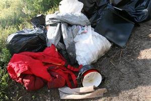 Här ett axplock av grejerna som låg utspridda i skogen.