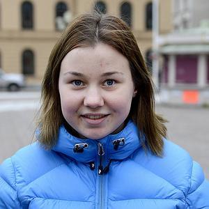 Klara Skoglund, 18 år, studerande Sundsvall   – Det måste bli mer arrangemang och folk på torget.