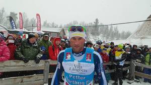 Petter Northug segrade i snöovädret vid Fjälltoppsloppets fristilslopp över 28 km.