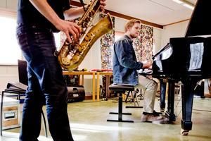 Musiklinjen vid Kävesta folkhögskola har två inriktningar, klassiskt eller rock, jazz och pop. I kväll inbjuds till bluesafton.Arkivfoto: Veronika Ljung-Nielsen