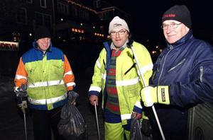 Åres dolda hjältar – Gunnar Olausson, Kalle Lindh och Kent Malmsten ingår i städpatrullen som håller Åre rent från skräp under vintersäsongen.                Foto: Elisabet Rydell-Janson