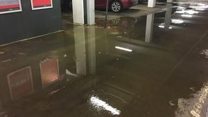 Den stora vattenläckan på Stora gatan orsakade också en smärre sjö i parkeringsgaraget i Parkhuset.